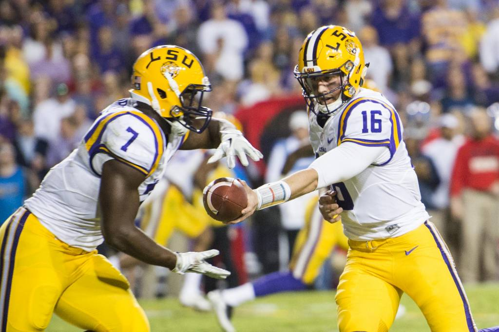 fournette carries ball