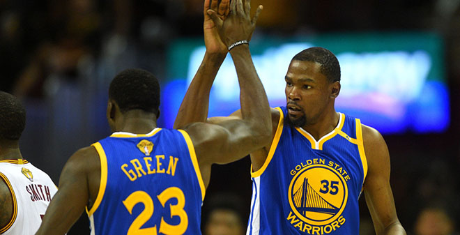 Draymond Green and Kevin Durant high fiving